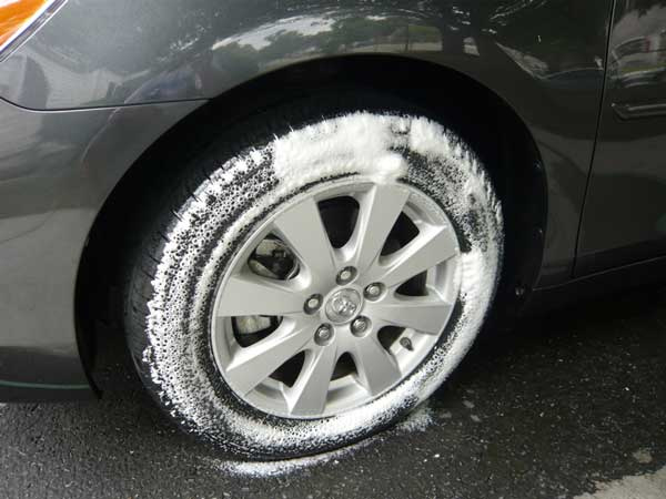 cleansing-spray-Tires