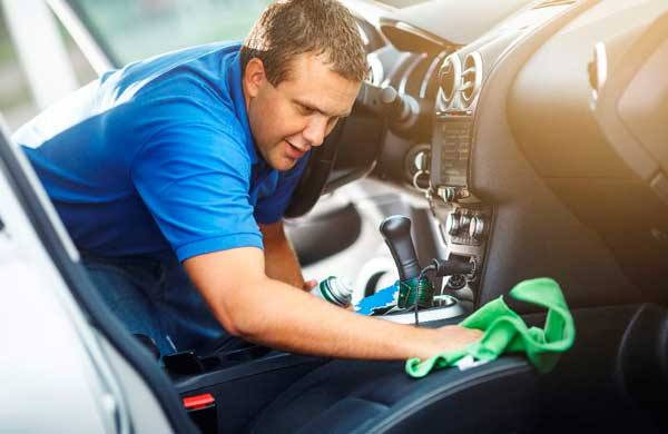 Cleaning-inside-the-car-without-using-water