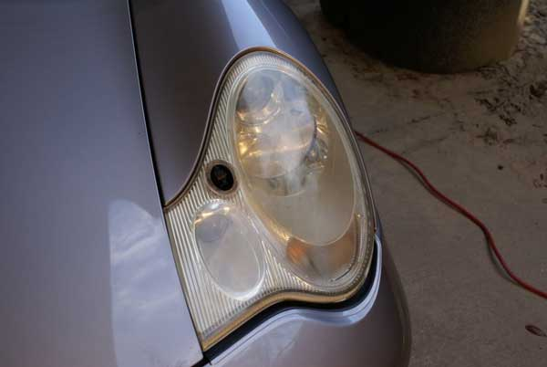 Porsche's-car-headlight-fixture