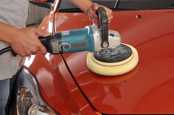 The-correct-way-to-polish-the-car-hood