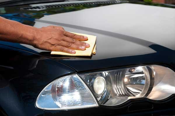 The-correct-way-to-polish-the-car-hoodd