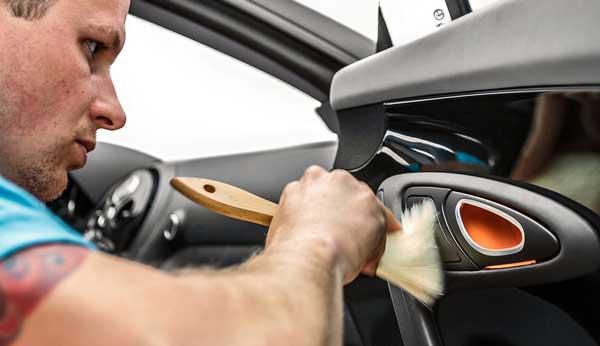 خشگیری دکمهها و المانهای نصب شده در داخل خودرو