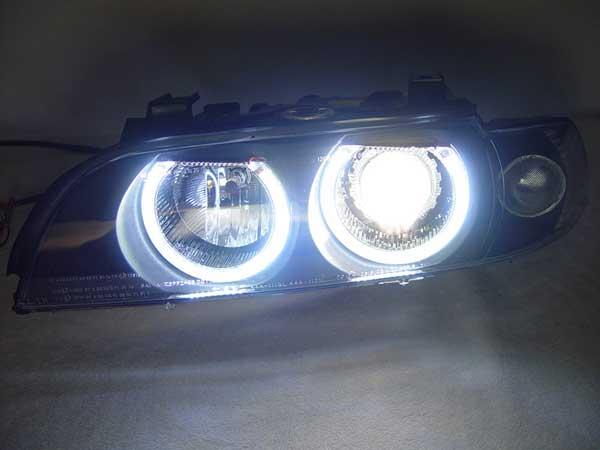 تعویض چراغ زنون اتومبیلهای بیامو