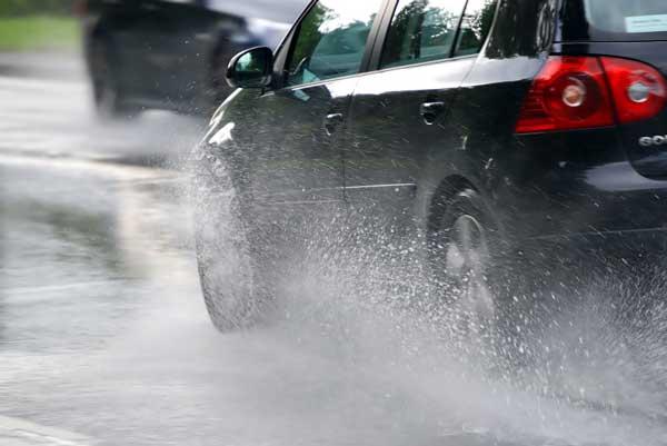 لکه آب باران را از روی بدنه خودرو